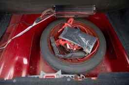Nettoyez la tablette de roue de secours avec l'amplificateur Blaupunkt historique