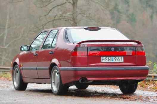 Um antigo Saab 9000 Aero