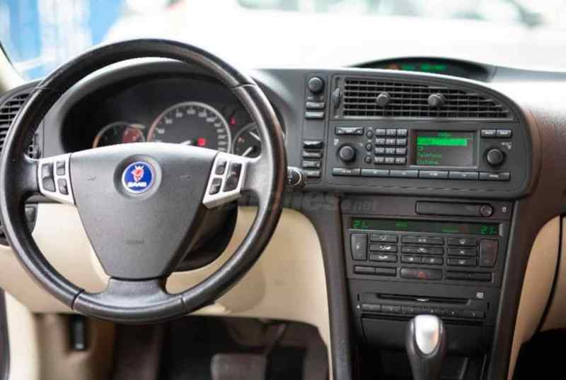 Muitos botões no cockpit - Série 1 do 9-3 Série II