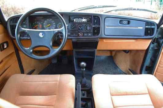 L'attrezzatura bicolore è disponibile per la Saab