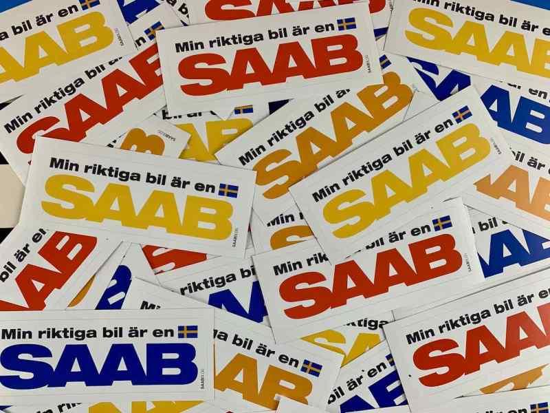 Min riktiga bil är en Saab - die Aufkleber sind unterwegs