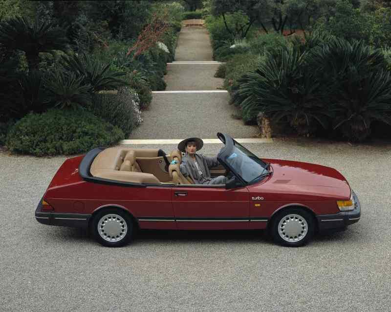 Elegance and class - Saab 900