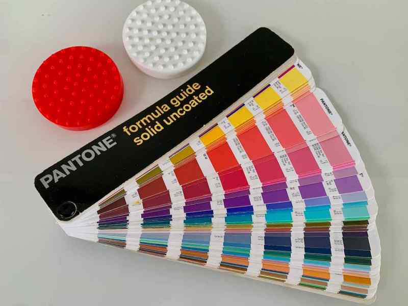 Color search with the Pantone fan