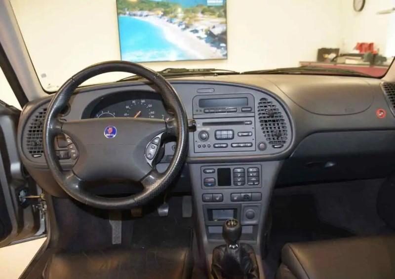 Sobre, pragmatique et typiquement Saab - le cockpit