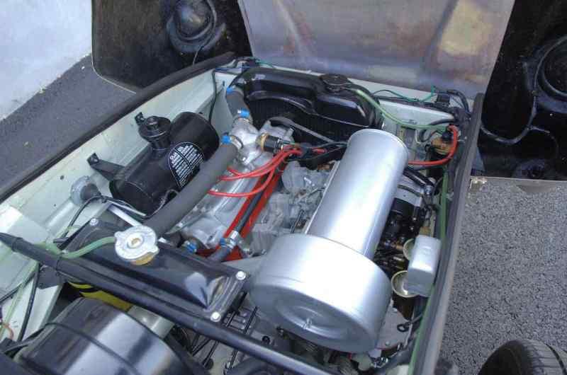 Sofisticado motor de dos tiempos con tres cilindros