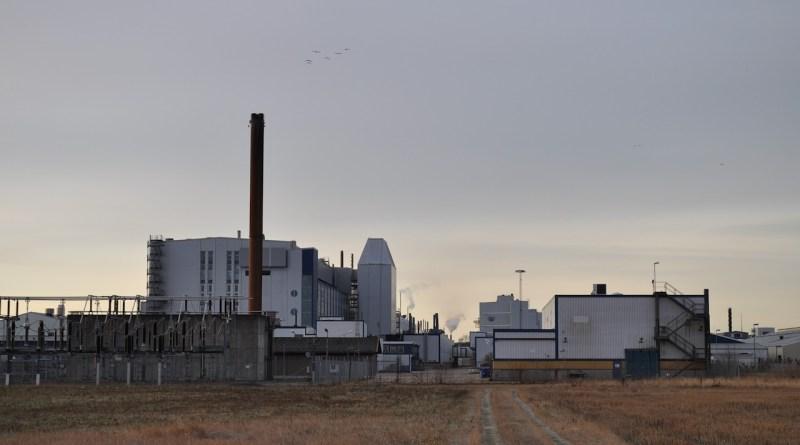 Завод NEVS Trollhättan, вид с аэродрома