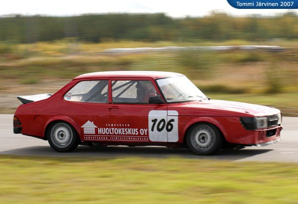 A 900 Turbo race car in track configuration.