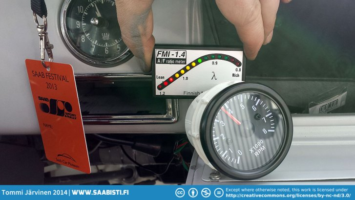 The lambda meter (fuel/air ratio meter) and the small revcounter that I will install under the dash.