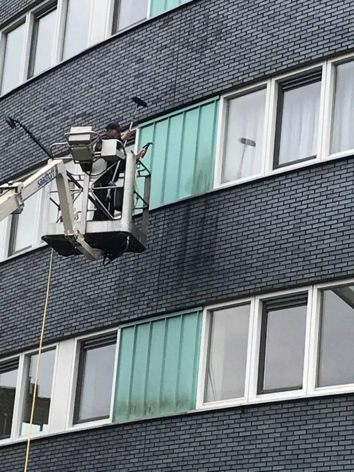 Gevelbeplating Reinigen Van Een Appartementencomplex. Met Bullet MX. Saadhoff Veendam Wildervank Provincie Groningen