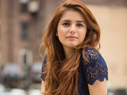 Momina Mustehsan First Pakistani Singer to Get 100 Million Views on YouTube