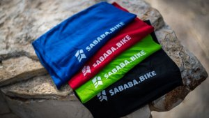 בנדנה אלסטית עם לוגו Sababa.bike
