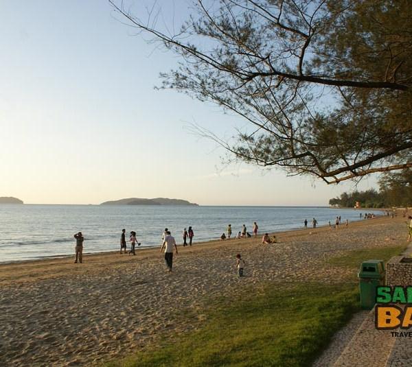 White sand on First Beach Tanjung Aru in Kota Kinabalu