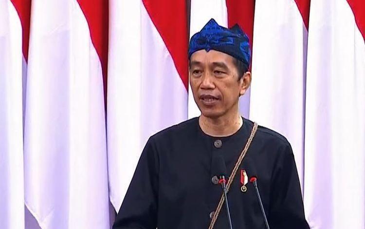 Jokowi Pakai Adat Baduy