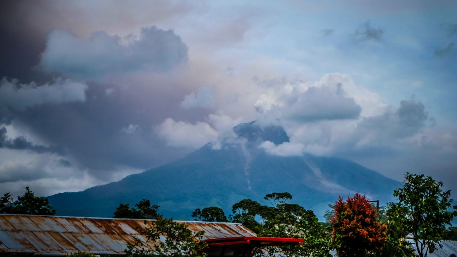 a photo of the erupting mount sinabung in sumatra, indonesia.