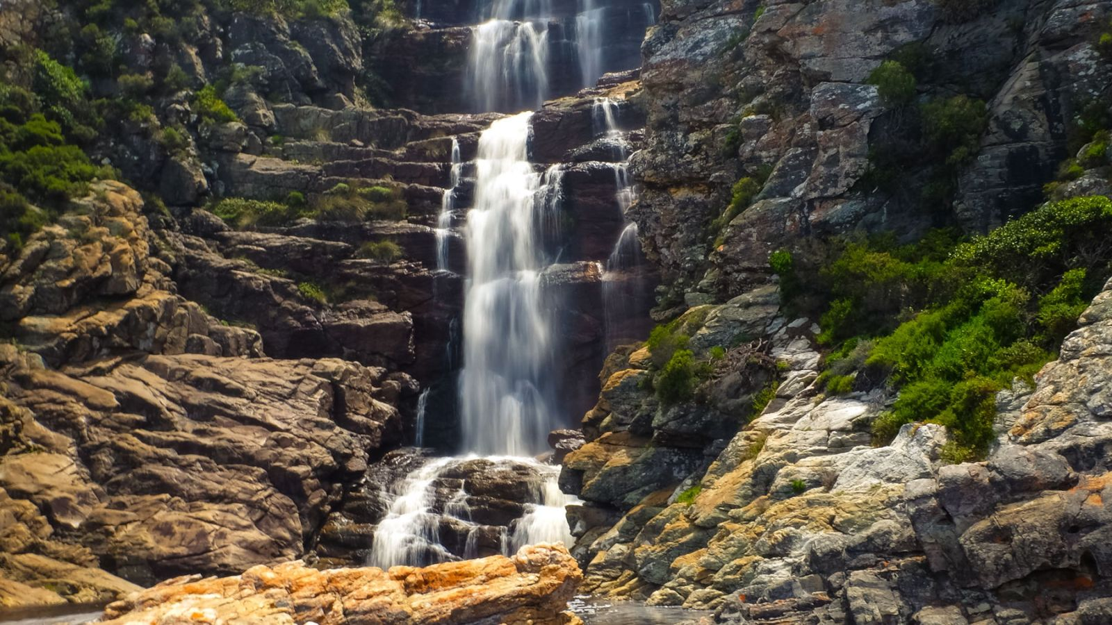 a photo of a large waterfall on the otter trail.