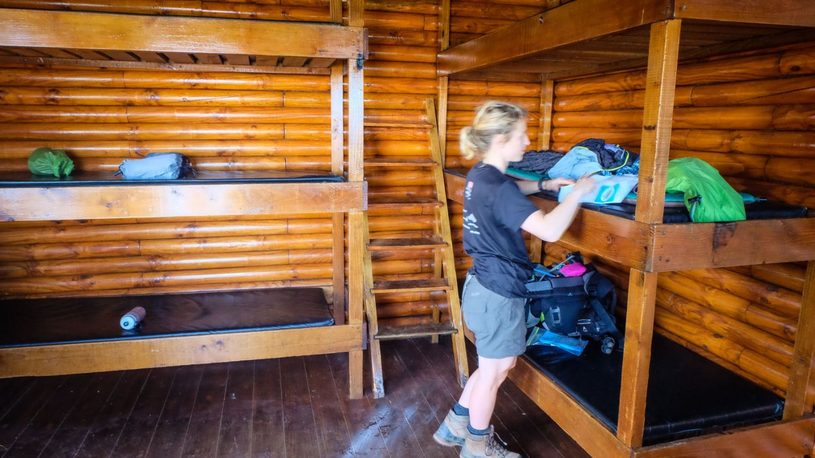 a photo of a hiker inside a overnight hut on the otter trail.
