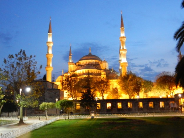 Sultan Ahmed Mosque at dusk
