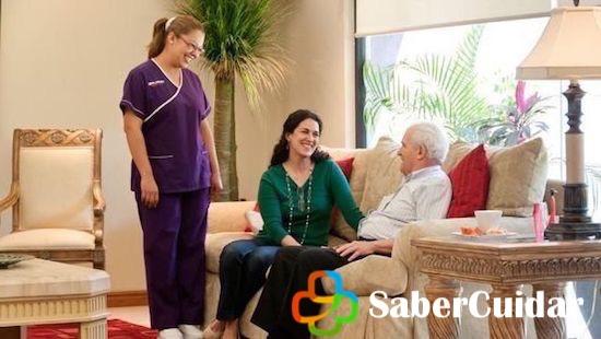 Visita a los ancianos en casa hogar