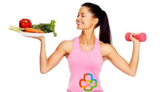 Mujer haciendo ejercicio y comiendo sano