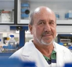 Mariano Esteban,investigador de la vacuna  del VIH, en su laboratorio del CNB. Imagen: CSIC.