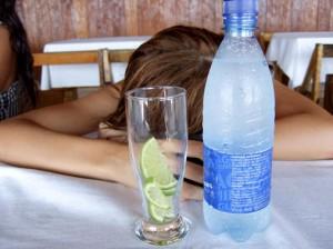 """1 / 1 Después de una noche de alcohol, """"no vuelvo a beber"""" es promesa más repetida en las mañanas de arrepentimiento. / Ali Wade"""
