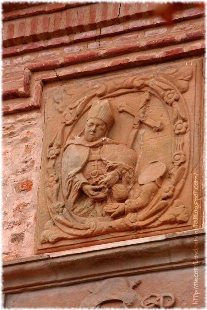 Grabado en la fachada del convento de Agustinos de Fuenllana. Autor, desconocido