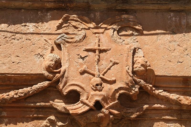 Detalle del escudo del Santo Oficio. Casa de la Inquisión en Villanueva de los Infantes. Autor, J.A. Padilla
