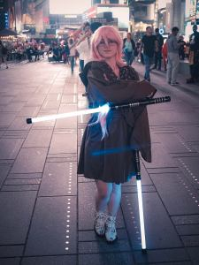 star-wars-fan-constructs-attention-grabbing-lightsaber-crutches-2