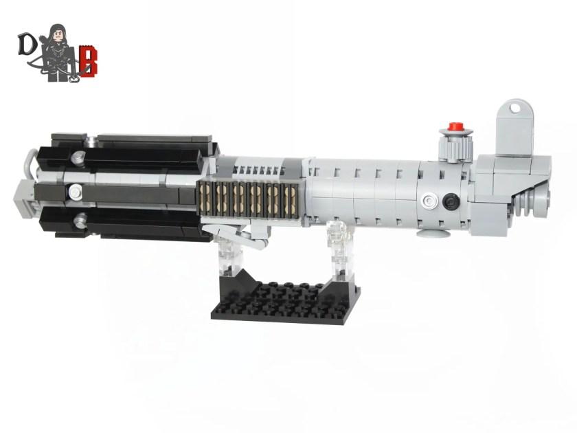 demonhunterbricks-lego-graflex-lightsaber-hilt