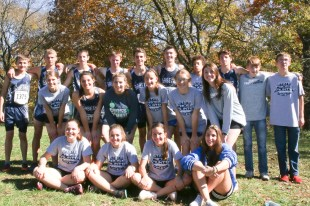 The 2018 Cross Country team gathers for a group photo at the 3A State Meet on Saturday, October 27, at Rim Rock. Pictured are FRONT ROW (L-R) Ellen Glynn, Hunter Lowdermilk, Hattie Lukert and Alice Zamarco; MIDDLE ROW (L-R) Kenzie Meyer, Skylar McAfee, Mahalie Allen, Jadyn Dorn, Madisen Cochran and Megan Meyer; BACK ROW (L-R) Braden Menold, Kaden Dillon, Darrin Funk, Charlie Bestwick, Spencer Strahm, Tyrese Bishop, Micah Romines, Paul Pearson and Blake Bowser.