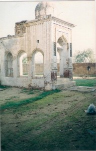 This picture is said to be from Hoti Mardan Pakistan - After the 1947 partition, the Hoti Mardan lineage was forced to move to Makhsudpur in Punjab