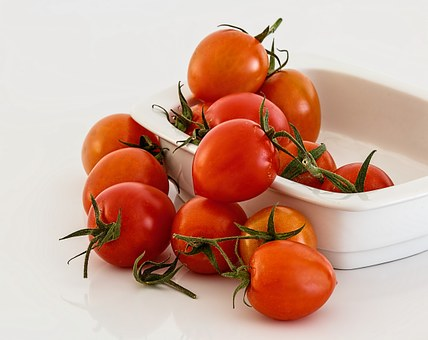 7 Beauty tips with tomatoes - How to use tomato for skin care problems