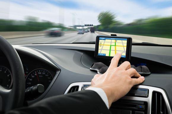 El motivo por el que los GPS tienen voz femenina