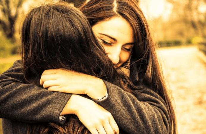 La ciencia descubre por qué algunas personas odian ser abrazados