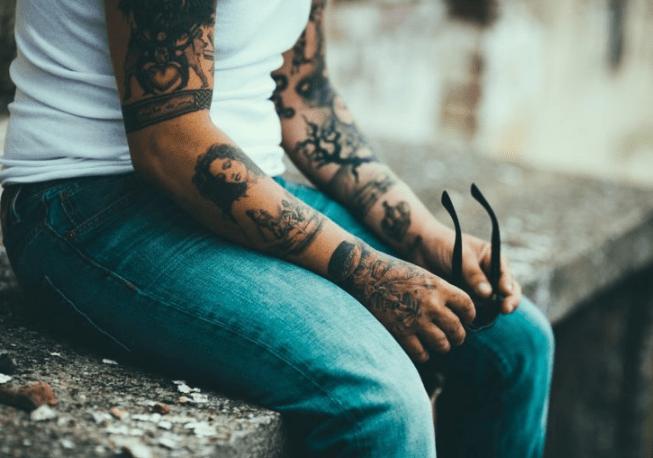 Los beneficios de los tatuajes según un estudio