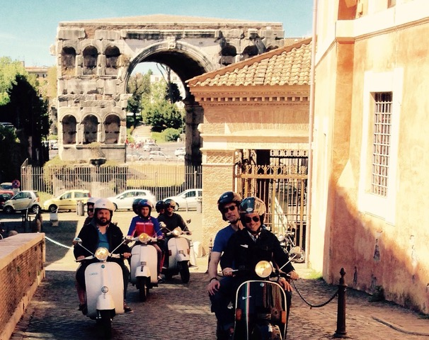 Silvia-Prosperi-tour-guide-friend-in-rome-vespa