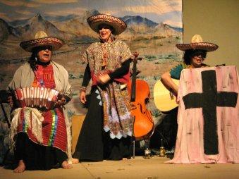 Los Mystics (Soledad Hindi, Valerie Borrego, Vivian Fernandez)