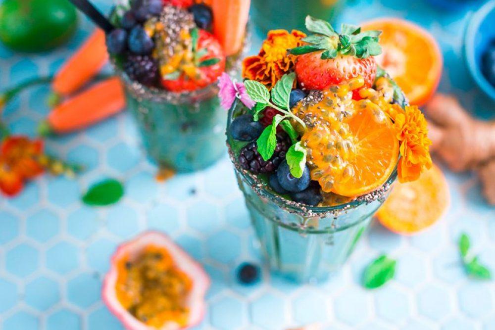 Schwelgen in den farbenfrohsten Früchten, die man sich vorstellen kann. Foto: Brooke Lark