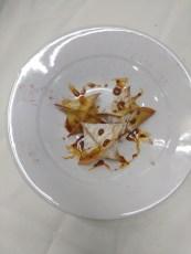 Wonton assados com recheio de salmão e molho agridoce / Pasta guantón con mus de salmón y salsa agridulce