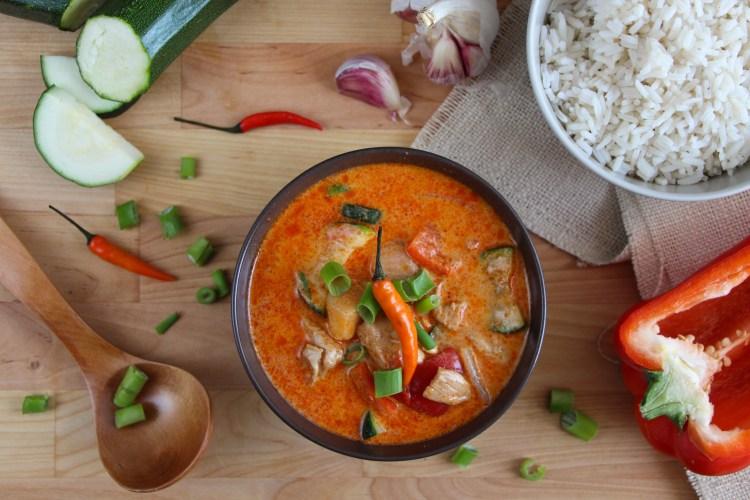 Curry rojo de pollo y verduras (estilo thai)