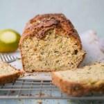 Queque de zapallito italiano (zucchini bread) con aceite de oliva y limón