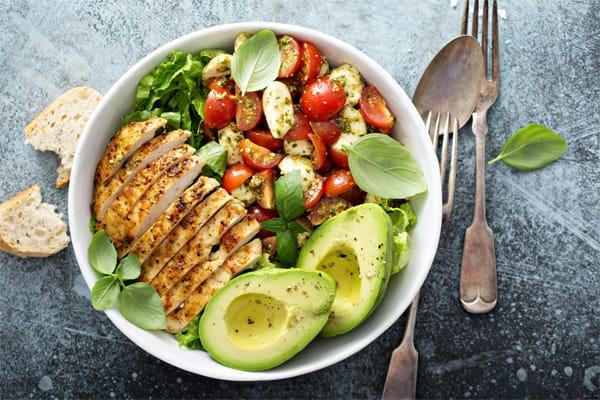 beneficios de comer pollo organico