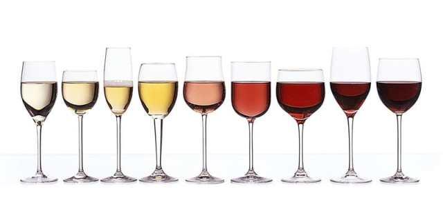 Aunque existe variedad de copas para los diferentes tipos de licores, estas son las más importantes y las que no pueden faltar en tu mesa.