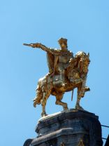 Statue - Grand Place