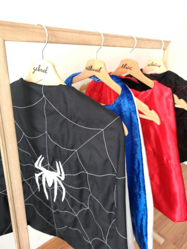Portant à Capes Spiderman