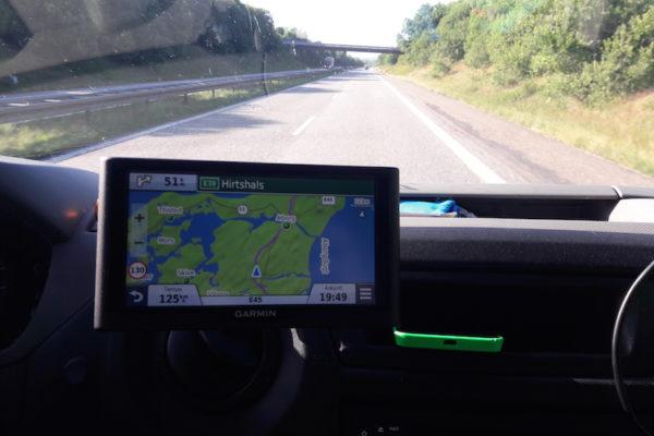 Müde auf der dänischen Autobahn Richtung Hirtshals