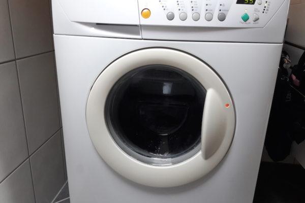 Die erste Nacht 'fremdgehen' in einem Apartment anstatt in unserem Campingbus – und über was wir uns am meisten gefreut haben? Eine eigene Waschmaschine :) Perfektes Wetter übrigens zum Waschen: Dauerregen in Forsand.