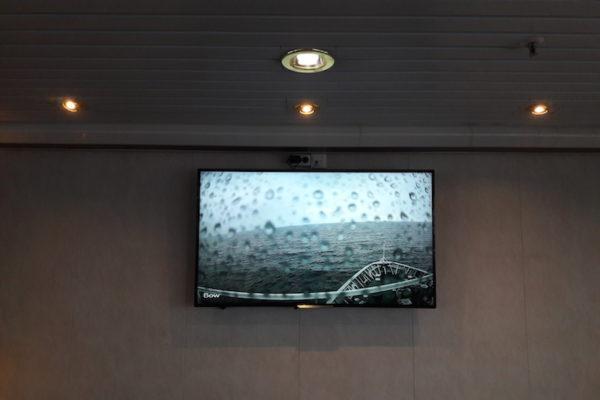 Nach dem Aufenthalt in Kirkenes ging es mit dem für uns neuen Schiff MS Nordlys wieder zurück Richtung Svolvær. Das schöne Wetter vom Vortag war vom Regen verweht worden und so gönnte ich mir um 19.00 nur faul einen Blick auf die Webcam anstatt wir tags durch an der Reling zu stehen bei Wind und Regen.