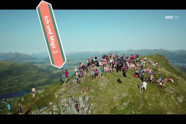 Wenn das Norwegische Staatsfernsehen NRK ihre legendäre Sommersendung 'Minutt for Minutt' dreht, dann muss ich doch das hautnah miterleben. Imposant, was alles den Berg hinaufgetragen wurde. Hier ein Bildaussschnitt der 5 h Livesendung.
