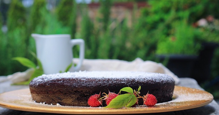 The Raspberriest Raspberry Sauce with Quick Chocolate Cake for 8